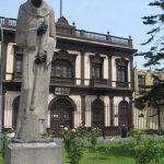 Estatua de San Martín de Porres en la Iglesia de Santa Rosa de Lima.