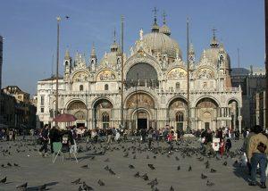 San Marcos es el patrono de Venecia desde el año 828, sustituyendo a San Teodoro.