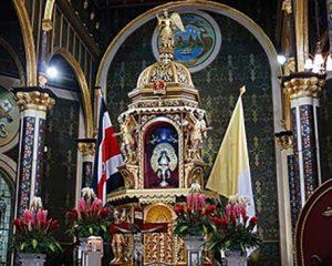 Virgen de los Ángeles en el altar principal de la Basílica