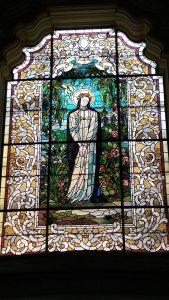 Hermoso vitral de Santa Rosa de Lima en el Panteón de los Próceres en Lima.